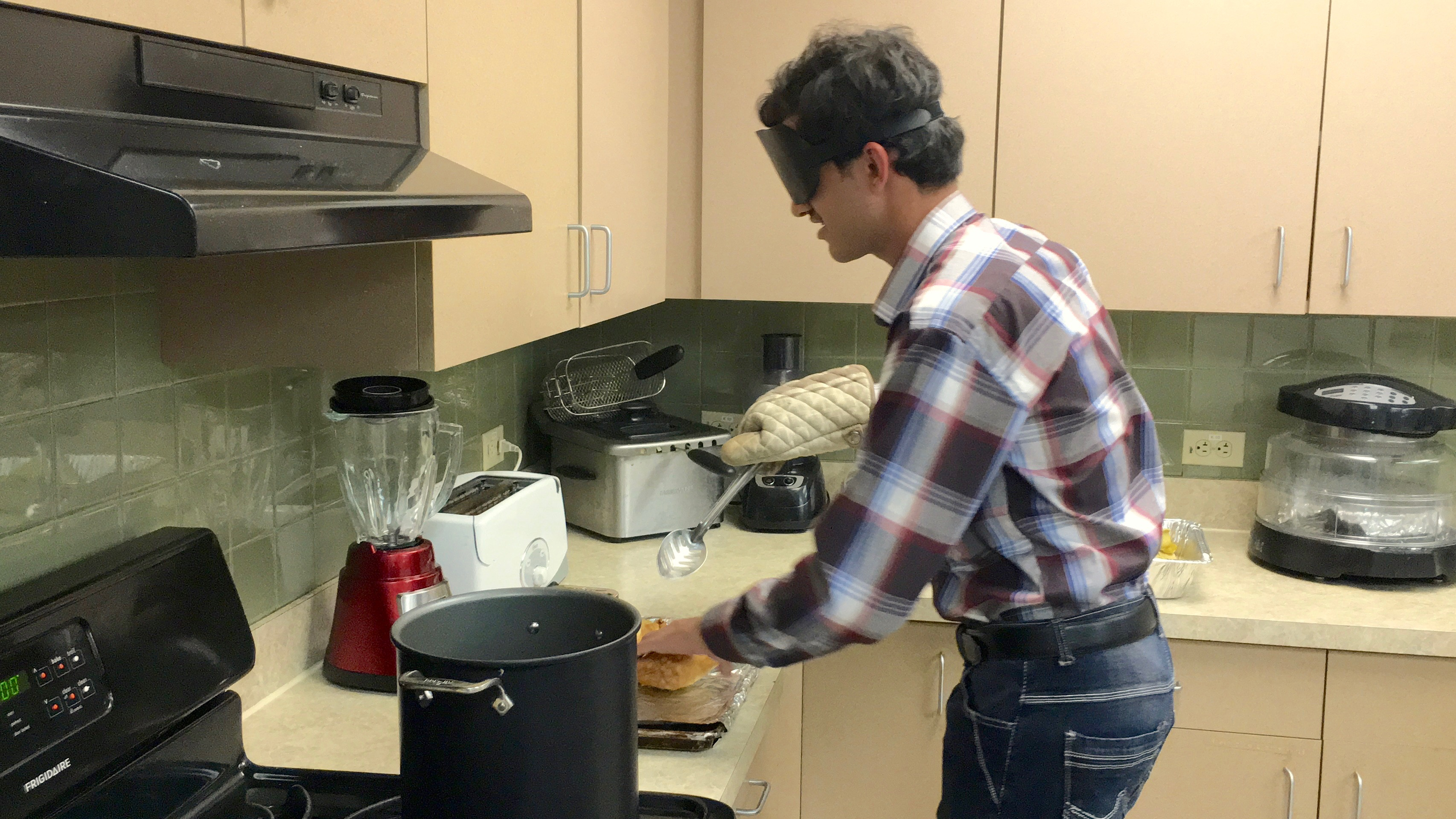 Farhan takes Somosas out of a tall pot of hot oil